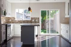 Overland Remodeling and Builders provides quality, green, custom home remodeling services in the Calabasas, CA area including kitchen, bathroom and patio projects.