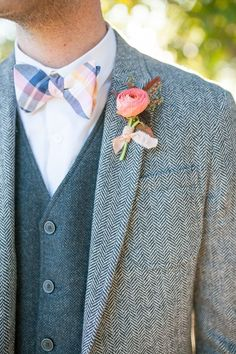 tweed and patterned bow tie groom look #groom #tweedgroomlook #weddingchicks http://www.weddingchicks.com/2014/02/17/feel-good-floral-wedding-ideas/ #boutonniere #flower #groom #wedding