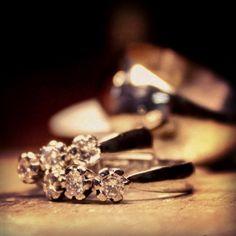 Valkokulta/timanttisormukset