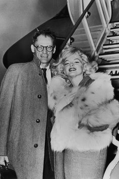 40 Rare Photos of Marilyn Monroe You've Probably Never Seen - Marilyn Monroe Pictures Famous Photos, Rare Photos, Marilyn Monroe Marriages, Celebrity Weddings, Celebrity News, Celebrity Couples, Jack Warner, John Huston, Beautiful White Dresses
