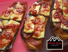 ¡Feliz Jueves! ¿La primera comida del día? Tostas de #jamoniberico Monte Regio, queso fundido y mermelada al gusto ¡Deliciosa manera de cuidarse!
