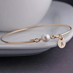 Personalized White Pearl Jewelry, June Birthday Gift Idea, June Birthstone, Gold Bangle Bracelet, Swarovski Pearl Bracelet - List of the most beautiful jewelry Armband Swarovski, Bracelet Swarovski, Gold Armband, Swarovski Jewelry, Bracelet Fil, Gold Bangle Bracelet, Gold Bangles, Pearl Bracelets, Simple Bracelets