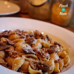 This delicious, Low Syn Farfalloni Con Funghi pasta dish is a cheap and nutritious way to feed the whole family and have enough left for seconds! (healthy minced beef recipes slimming world) Pork Recipes, Healthy Dinner Recipes, Pasta Recipes, Diet Recipes, Cooking Recipes, Recipies, Healthy Dinners, Healthy Foods