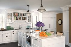 Kitchen with great cookbook storage! Wonder how I could utilize this in my small home? Kitchen Decor, Kitchen Inspirations, New Kitchen, Kitchen Pictures, White Kitchen, Kitchen, Best Kitchen Cabinets, Kitchen Countertops, Modern Kitchen Design