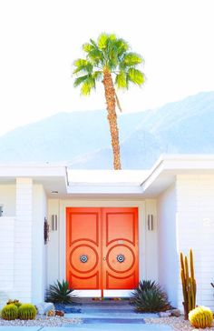 Vibrant Exterior House Colors That Wow Choosing Paint Colors Jessica Brigham Magazine Ready for Life Having trouble choosing paint colors? Well, fear no more. I've assembled what I think are the best exterior house colors for a better tomorrow. Palm Springs Häuser, Palm Springs Style, Palm Springs California, Exterior House Colors, Exterior Paint, Interior And Exterior, Interior Design, Design Interiors, Interior Doors
