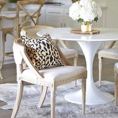 Fabulous + functional tips for finding the right dining chairs!