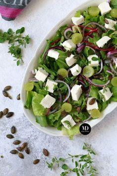 Sałatka z fetą, pestkami dyni i winogronami Caprese Salad, Sprouts, Feta, Food And Drink, Healthy Recipes, Vegetables, Cooking, Salad Ideas, Flowers