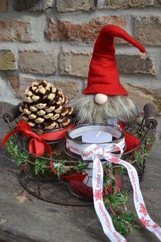 Adventsgesteck-Weihnachtswichtel von Moneria auf DaWanda.com