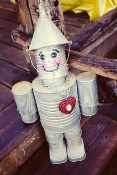 Tin Man - Creative ways to add color and joy to a garden, porch, or yard with DIY Yard Art and Garden Ideas! Repurposed ideas for the backyard. Fun ideas for flower gardens made from logs, bikes, toys Kids Crafts, Tin Can Crafts, Crafts To Do, Arts And Crafts, Crafts With Tin Cans, Soup Can Crafts, Aluminum Can Crafts, Diy Projects To Try, Craft Projects