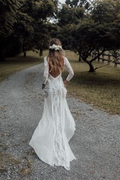 Lace Wedding Dress With Sleeves, Cute Wedding Dress, Bohemian Wedding Dresses, Long Wedding Dresses, Gowns With Sleeves, Lace Dress, Wedding Dress Not White, Boho Wedding Hair Updo, Long Fall Dresses