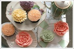 Perfectly Floral Cupcakes: Eye Candy. Arrange into a floral arrangement!