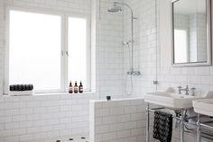 Malmö/Paris home for sale Bathroom Interior, Modern Bathroom, Small Bathroom, Design Bathroom, Minimal Bathroom, Tiled Bathrooms, Industrial Bathroom, White Subway Tile Bathroom, Laundry In Bathroom
