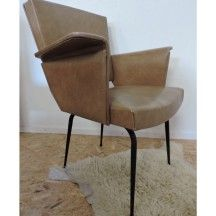 Fauteuil coiffeur skaï des années 50-60 d'occasion #fauteuil #coiffeur #skai #50 #60 #occasion #vintage #kaki