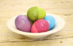 Deko ideen-ostern Eier-bemalen färben-mit glitzer-brokat bestreuen
