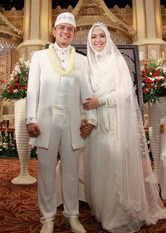 Moslem wedding. Oki Setiana Dewi wear Irna Mutiara a. k. a Irna La Perle Wedding couture