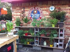 40 DIY Cinder Block Ideas to Decorating Your Outdoor Space River Rock Landscaping, Landscaping With Rocks, Diy Garden Projects, Outdoor Projects, Cinder Block Shelves, Cinder Blocks, Growing Ginger Indoors, Herb Garden Pallet, Cement Garden