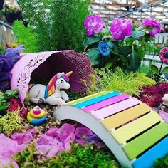 A fairy garden is a great kids party activity, especially if your theme is a fairy party, garden party, or tea party. A dinosaur den or cons. Kids Fairy Garden, Fairy Garden Furniture, Children Garden, Childrens Garden Furniture, Garden Crafts, Diy Garden Decor, Fairy Crafts, Dinosaur Garden, Beautiful Fairies
