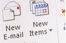Laut einer vom WSJ Deutschland in Auftrag gegebener Studie glauben mehr als 82% der 1.000 Befragten, dass die E-Mail kein Auslaufmodell ist.  Im Gegensatz dazu sind sich Kommunikationsexperten einig, dass in vielen Fällen andere Wege der Kommunikation der E-Mail überlegen sind.  In Summe bleibt die Einschätzung, dass für unterschiedliche Anforderungen jeweils unterschiedliche Kommunikationsformen passen; es gibt Anwendungen für die E-Mail, aber sie eignet sich nicht für jedwede…