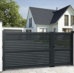 Use our standard or bespoke configurator to choose your EMALU sliding gate BRAGA. Mister Gates Direct is UK's number one for aluminium gates and gate automation. Electric Driveway Gates, Electric Sliding Gates, Metal Driveway Gates, Modern Driveway, Wood Gates, Driveway Repair, Front Gate Design, House Gate Design, Door Gate Design