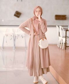 Muslim Fashion, Modest Fashion, Skirt Fashion, Fashion Outfits, Casual Hijab Outfit, Hijab Chic, Casual Outfits, Ootd Hijab, Korean Outfit Street Styles