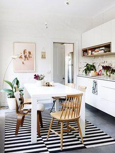 kitchen / dining with striped rug // la verdad que tiene algo ...