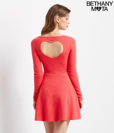 Image from https://www.clichemag.com/wp-content/uploads/2015/01/Red-dress-back-429x500.jpg.