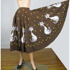 Vintage Disney Lady and the Tramp Si & Am Circle Skirt. Disney Themed Outfits, Jean Outfits, Diy Outfits, Full Circle Skirts, Lady And The Tramp, Diy Clothes, What To Wear, High Waisted Skirt, Vintage Outfits