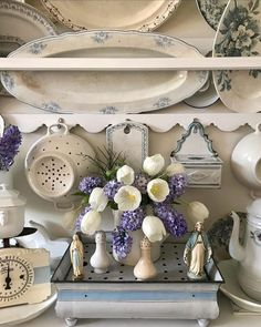 Instagram Swedish Farmhouse, World Decor, Shabby Chic Cottage, Have A Great Day, Old World, Rustic, Resolutions, Tulips, Envy