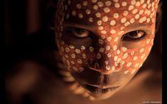 Uma exposição solo de Uruma Takezawa, uma das estrelas em ascensão da fotografia japonesa e vencedor do grande prêmio do Nikkei National Geographic Photo Prize, será aberta em Nova York. (Retrato de menino em Arbore, Etiópia). Foto: Uruma Takezawa
