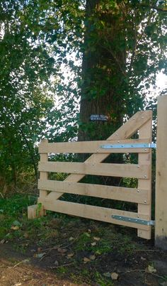 Farm Gate, Farm Fence, Backyard Fences, Backyard Projects, Driveway Gate, Fence Gate, Reglette Led, Metal Garden Gates, Farm Layout