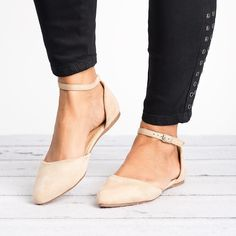 Discover recipes, home ideas, style inspiration and other ideas to try. Ankle Strap Flats, Ankle Straps, Black Flats Shoes, Flat Shoes, Beige Style, Ballerina Flats, Fashion Heels, Dress And Heels, Summer Shoes