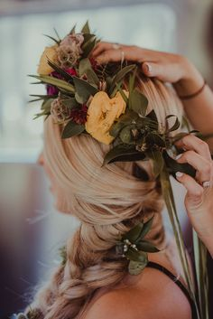 Side braid with wildflowers and matching floral headpiece | Image by Anna Caitlin
