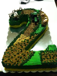 omg, i will SO do this for either my little boy someday or my daddy for his next birthday! John Deere Cake!: