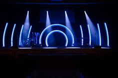 Tim Sherwood from Prairie Lakes Church in Cedar Falls, Iowa brings us this this awesome stage design. Stage Lighting Design, Stage Set Design, Church Stage Design, Lighting Ideas, Bühnen Design, Design Ideas, Concert Stage Design, Concert Lights, Church Backgrounds