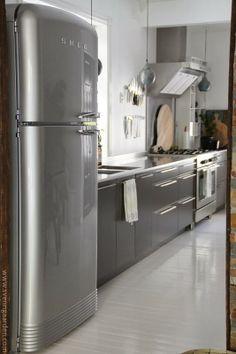Hylle på flyttefot, <3 the smeg fridge
