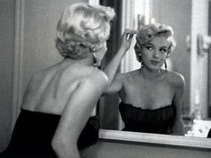 "Marilyn Monroe very determined Hollywood girl who knew what she wanted and went for it. ""Hollywood is a place where they'll pay you a thousand dollars for a kiss and fifty cents for your soul. Hollywood Glamour, Classic Hollywood, Old Hollywood, Hollywood Stars, Hollywood Room, Hollywood Makeup, Hollywood Homes, Hollywood Fashion, Divas"