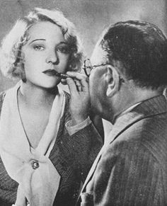 Max-Factor touches up-Dorothy Mackaill's lipstick Hollywood Makeup, Old Hollywood Movies, Old Hollywood Glamour, 1930s Makeup, Applying Eye Makeup, Perfect Lips, Max Factor, Mug Shots, Old Movies
