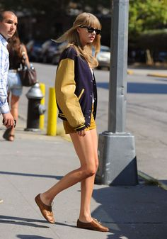 Taylor Swift in the fashion disater machine. HELP!!!!!!