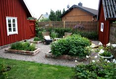 Pros and Cons of Raised Garden Beds – Style Gardening Herb Garden Design, Vegetable Garden Design, Farm Gardens, Outdoor Gardens, Garden Cottage, Home And Garden, Garden Solutions, Backyard Makeover, Raised Garden Beds