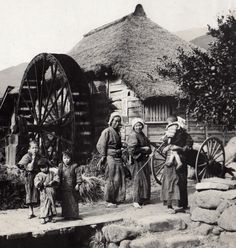 At the mill. 1914-18, Japan. Image via A. Davey of Flickr