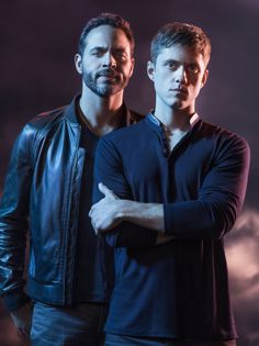 #Graceland is the Summer show you need to be watching. Hot stars #AaronTveit and #DanielSunjata are two big reasons why.