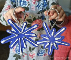 Learn how to make beautiful q-tip snowflake ornaments for Christmas! It's an easy and cheap craft for the kids to make.