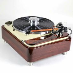 Vintage audio Thorens TD 124 turntable. Restored and available at Hanze HiFi in The Netherlands.  www.hanzehifi.nl