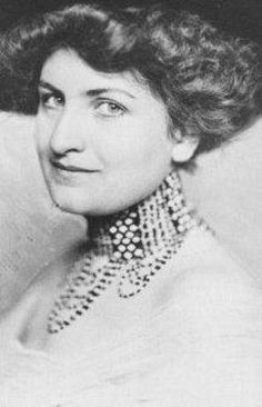 She might look wealthy but yet not teeth? Alma Mahler, Romantic Composers, Cleft Chin, Gustav Mahler, K Om, Johann Wolfgang Von Goethe, Visit Austria, Christoph Waltz, Muse