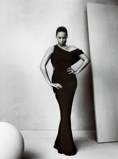 Amazing black dress ** Queen Bey **