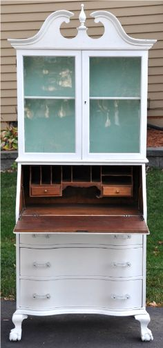 Secretary and Hutch Makeover -- I have 2 of these at home that I need to do… Painted Secretary Desks, Secretary Desk With Hutch, Desk Hutch, Hutch Makeover, Furniture Makeover, Paint Furniture, Furniture Projects, Craft Projects, Refurbished Desk