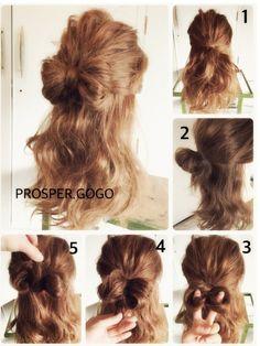 ボブの方もいけます‼︎リボンの作り方〜♪ 1、上の髪を結びま〜す♪ 2、ゴムで結びま〜す♪この時、毛先までは通しませ〜ん♪ 3、2を左右に分けま〜す♪ 4、2の毛先を持って… 5、上から下に通して、下に出てきた毛先をピンで止めま〜す♪(毛量が多い方は、表面の毛束だけを通して下さ〜い♪) リボンっぽく形を整えたら、完成です♡ ✴︎リボンが浮く時は、地肌に近い部分とリボンをピンでとめてください♡ ✴︎ボブの方は小さめリボンになると思います♡