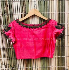 No photo description available. Half Saree Designs, Simple Blouse Designs, Saree Blouse Neck Designs, Bridal Blouse Designs, Blouse Patterns, Embroidered Blouse, Work Blouse, Sarees, Wedding Blouses