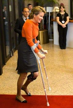 Belgium's Queen Mathilde arrives on crutches at the EU Council building in Brussels on Wednesday, 25.02.2015. The Belgium royal couple are on a one-day trip to visit the various EU institutions. The Belgian queen arrived to the photo opportunity on crutches, it was not immediately known the cause of the injury.