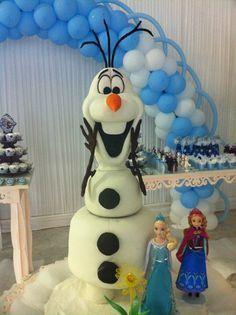 Escultura em bolo do Olaf, do filme Frozen, que fiz para festa de 8 anos da minha sobrinha.
